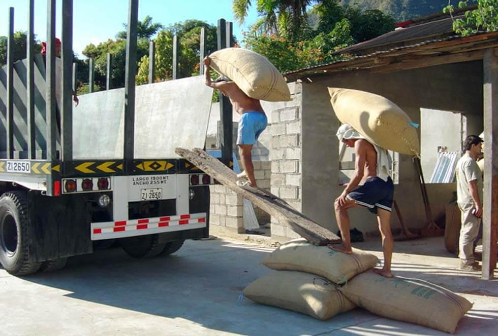 Chargement du camion en 2004, direction Lima
