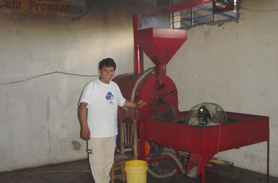 La machine de torréfaction au feu de bois